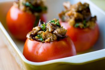 Фаршированные томаты острые